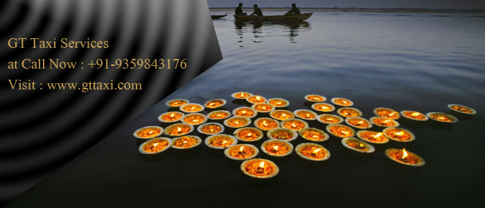 Diyas on the Ganges, Evening Offerings